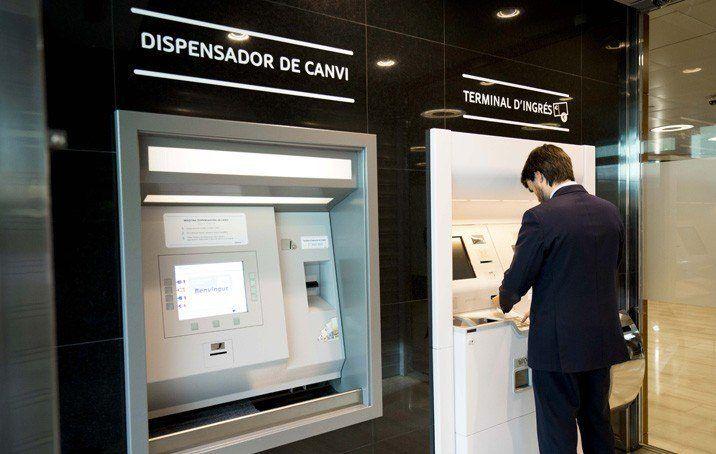 MoraBanc modernitza els seus caixers amb noves funcionalitats per a comerços i negocis