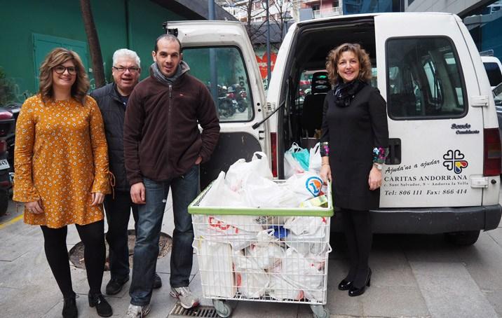 Els empleats de MoraBanc recapten aliments per Càritas Andorrana